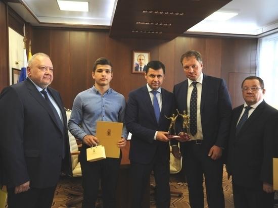 Губернатор Ярославской области поздравил юного боксера