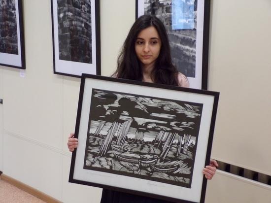 Молодая художница рисует неразгаданные дороги и музыкальные дожди