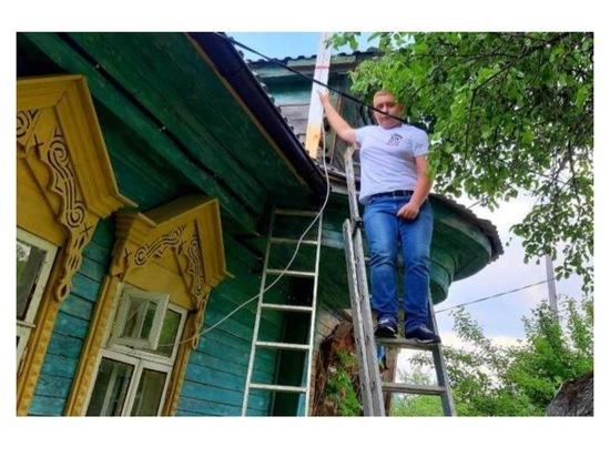 В Серпухове волонтеры помогают нуждающимся переходить на цифровое ТВ