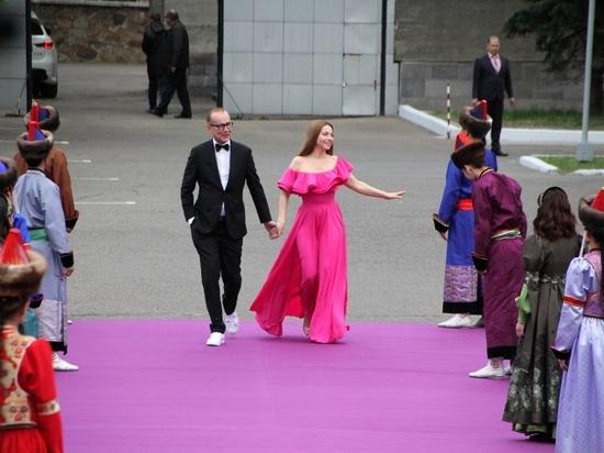 Звёздный выход: онлайн с багуловой дорожки Забайкальского кинофестиваля