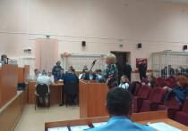 На суде над обвиняемыми по делу о пожаре в ТЦ «Зимняя вишня», унесшем жизни 60 человек, что ни день, то новая цветовая гамма