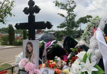 «Это научное явление»: священник прокомментировал мироточащий крест Юлии Началовой