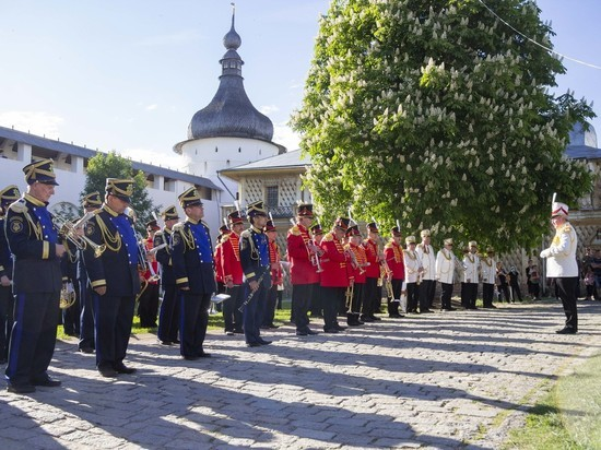 «Лето в Ростове»: субботний парад духового оркестра
