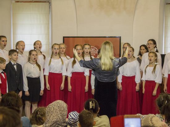 «Не грусти, улыбнись и пой»: концерт в Ростовском кремле