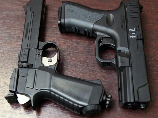 Московская школьница ранила себя, делая селфи с пистолетом