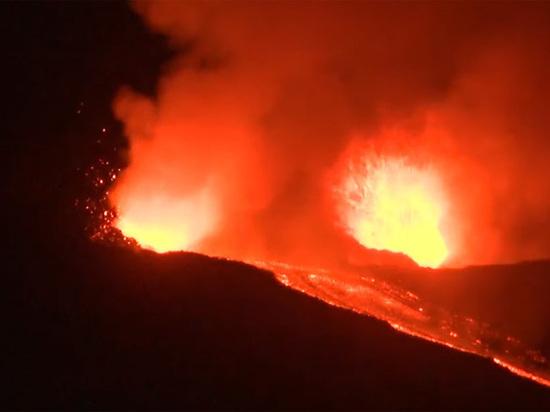 Началось извержение крупнейшего активного вулкана Европы