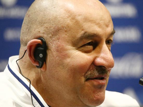 Черчесов объяснил, зачем вызвал сразу четверых вратарей в сборную