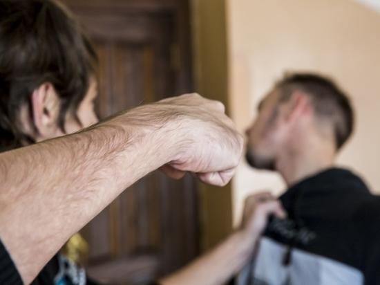 В Калининградской области хозяин магазина избил незваного гостя