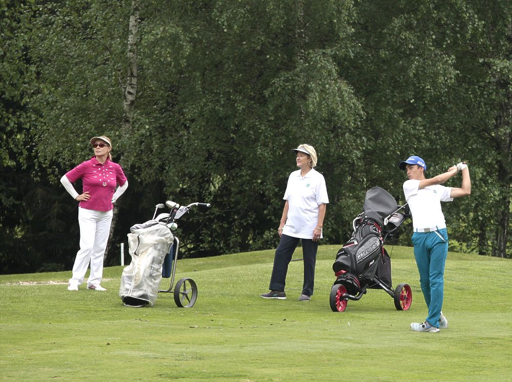 В Нахабине прошел благотворительный турнир по гольфу