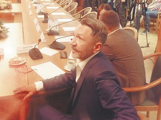 Шнуров в Думе защитил киношный мат, Машков — БДСМ-акцию школьников