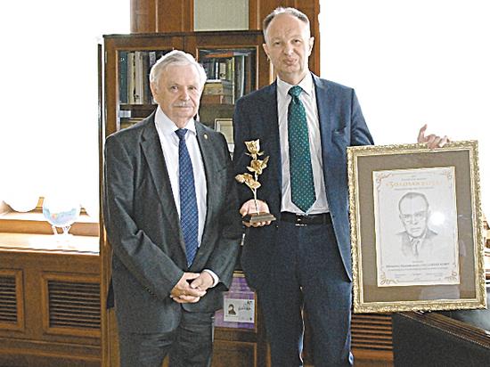 Юрий Бондарев и Михаил Сеславинский получили «Золотые розы»