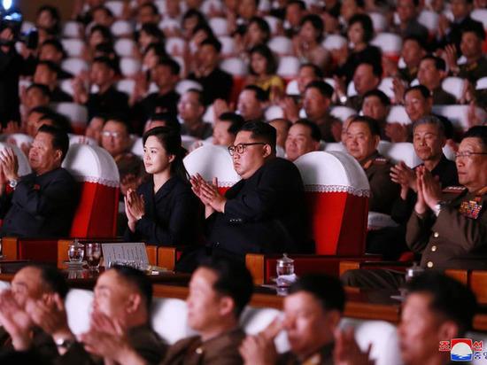 """""""Репрессированный"""" чиновник появился с Ким Чен Ыном на концерте"""