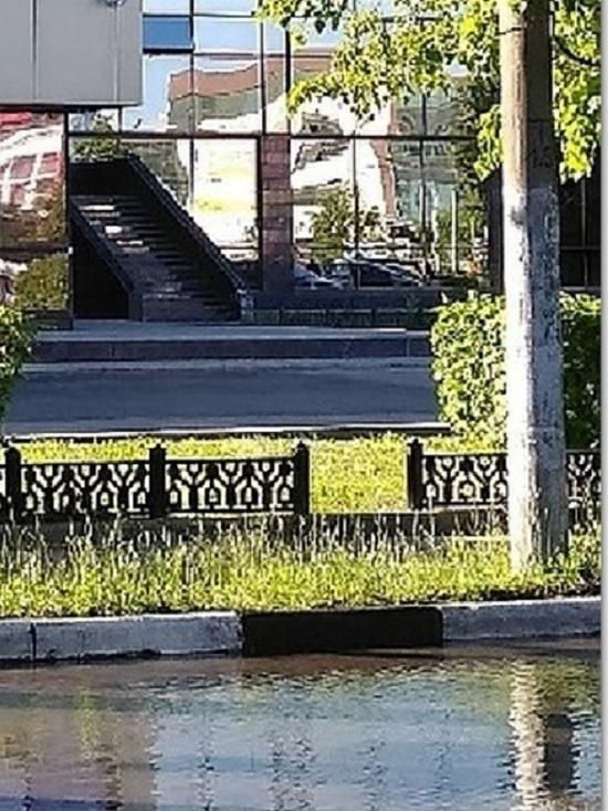В Ярославле из-за аварии на водопроводе залило Октябрьскую площадь