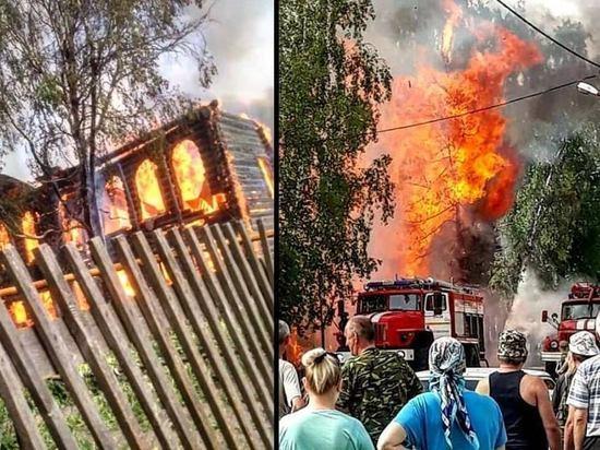 В Ярославской области сгорел памятник деревянного зодчества