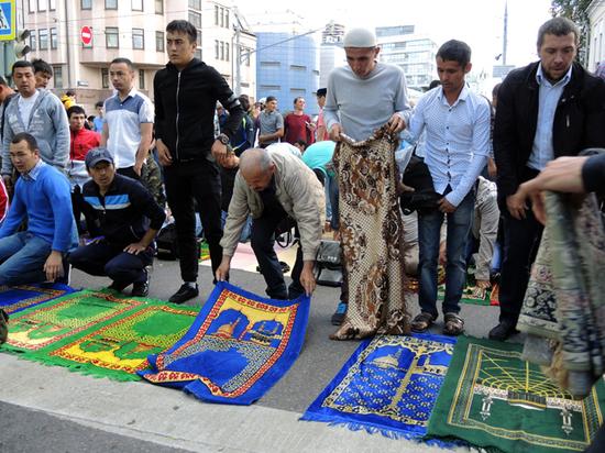 Он знаменует окончание поста в месяц Рамадан