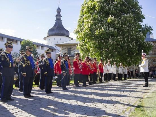 В Ростове Великом началось лето духовых оркестров
