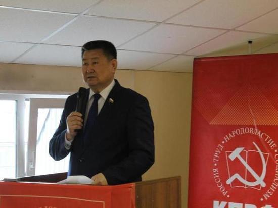 «РенТВ» о лидере коммунистов Бурятии: «Мархаев выдернул чеку запасного парашюта»