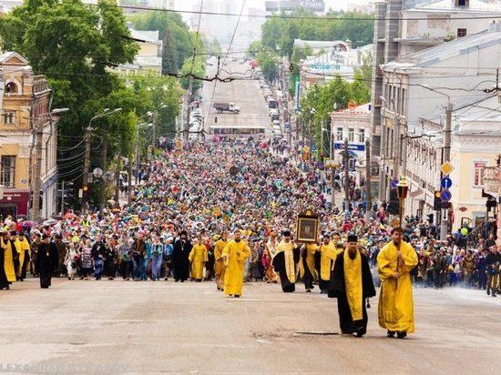 В Великорецкий крестный ход отправились 27 тысяч паломников