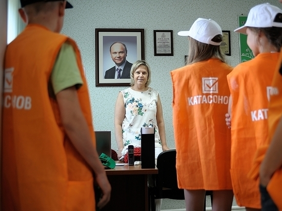 Депутат Катасонов помогает юным оренбуржцам заработать первую зарплату