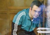 Экс-генерала Никандрова увезла из колонии молодая жена