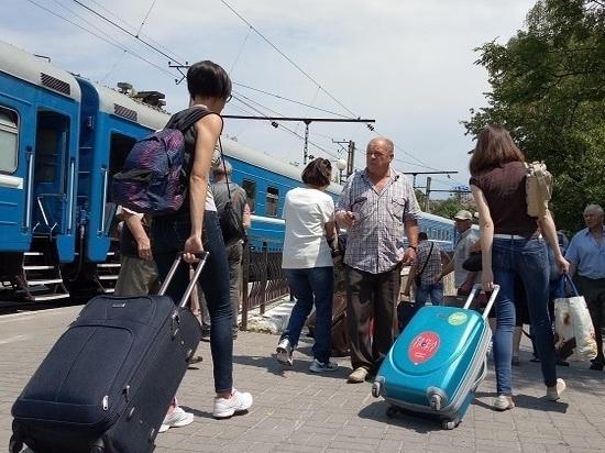Пассажиры поездов пересели на самолеты и автобусы