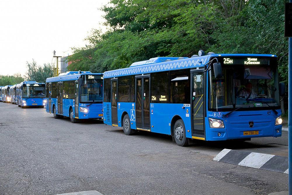 В Астрахани на линию вышли новые автобусы : первые кадры с улиц