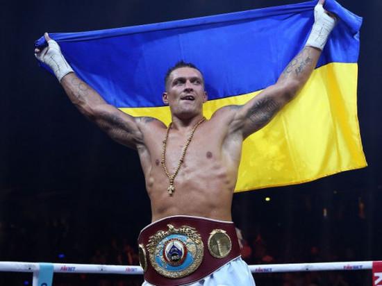 Украинского боксера Усика лишили титула чемпиона
