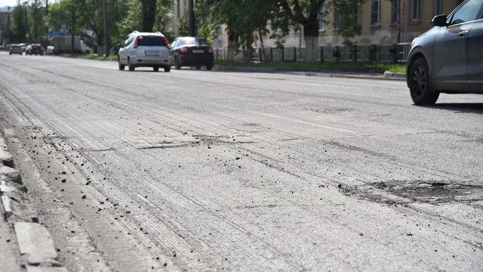 Дорожное покрытие заменяют на улице Предтеченской в Вологде