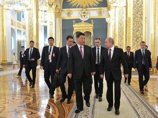 Си Цзиньпин въехал в Кремль на китайском лимузине