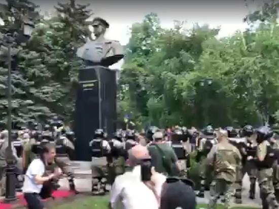 Лавров надеется, что власти Харькова восстановят памятник Жукову