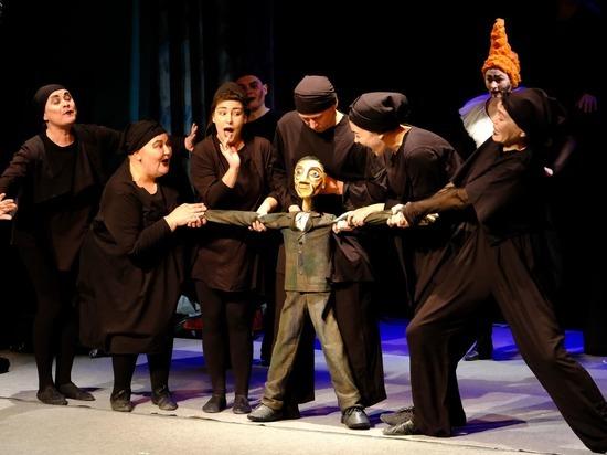Астраханцам представилась возможность увидеть спектакли в жанре буффонады