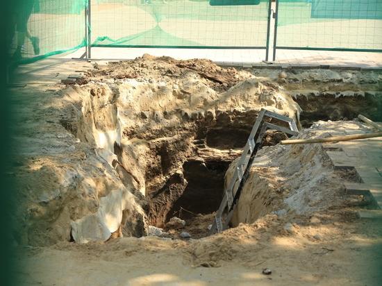 Древнюю мостовую раскопали в Нижегородском кремле