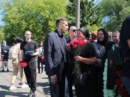Родным убитого спецназовца Белянкина стало плохо на похоронах