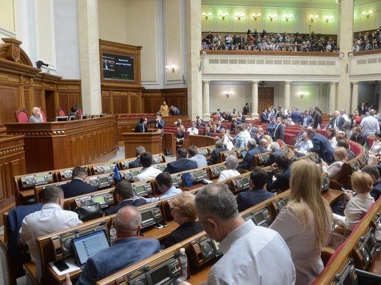 Назло Зеленскому: эксперты объяснили, почему Рада отказалась увольнять трех министров