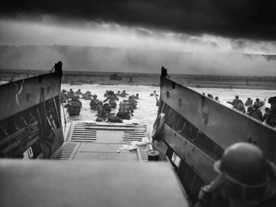 Эдвард Лютвак: если бы D-Day сорвался, то над Берлином и Мюнхеном разорвались бы атомные бомб