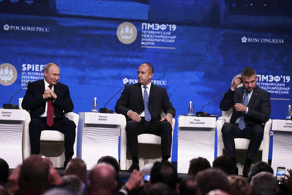 Эмоции Путина на петербургском форуме