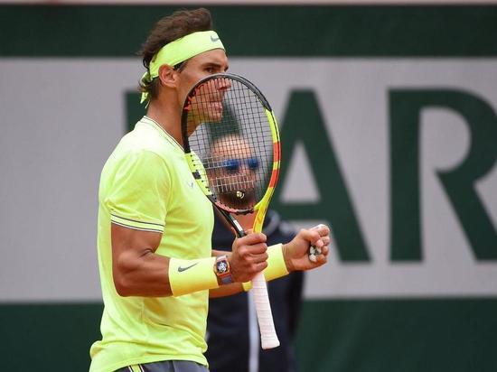 Надаль обыграл Федерера в трех партиях в полуфинале