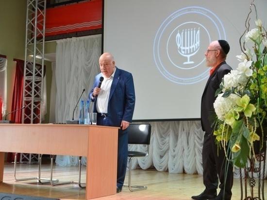 Первым председателем недавно созданной еврейской автономии стал Александр Юсфин