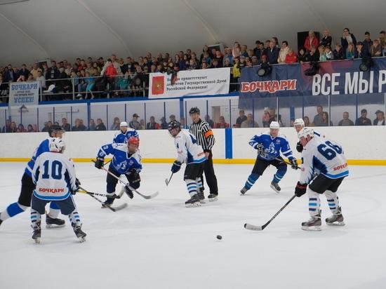 Депутаты Госдумы и члены правительства Алтайского края сыграли в хоккей в селе Бочкари