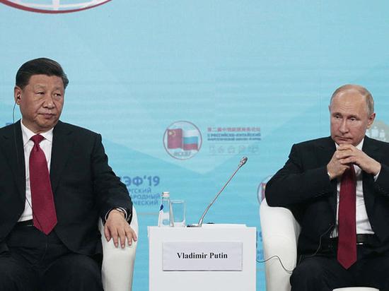 Общение Путина и Си на ПМЭФ возмутило западные СМИ