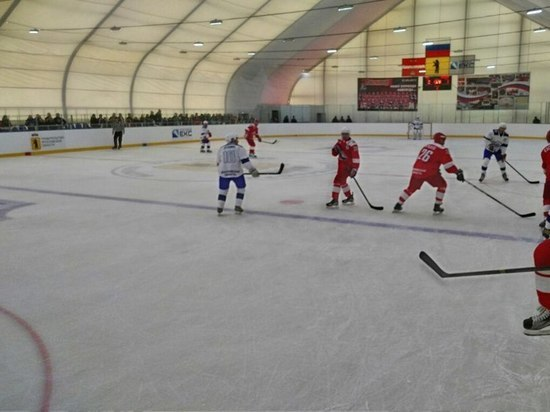 В Ярославской области хоккеисты профессионалы провели тренировки для пенсионеров и детей
