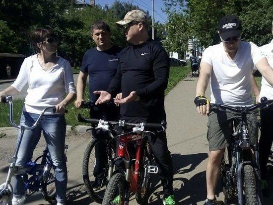 В выходные чиновники прокатились с велорейдами по Ленинскому району