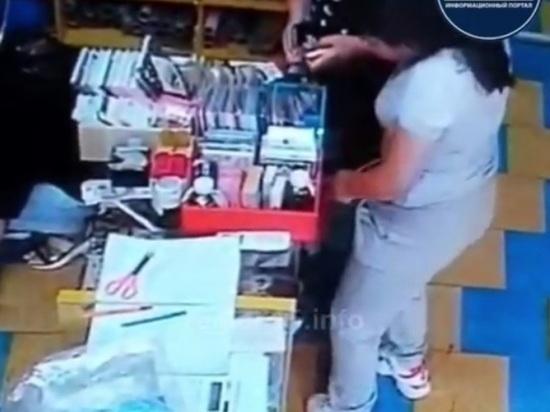 Во Владикавказе  девушки вынесли украденные товары в нижнем белье