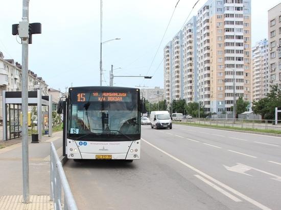 На главную улицу Краснодара вместо троллейбусов выпустили автобусы