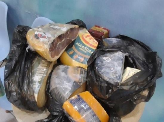 Ни себе, ни людям: в Ярославле уничтожают санкционные деликатесы