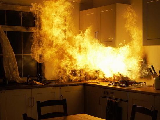 Причиной пожара на кухне воронежской многоэтажки стал холодильник