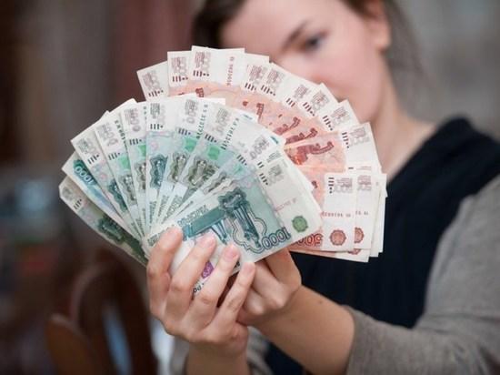 Омичам стали больше должны по зарплате