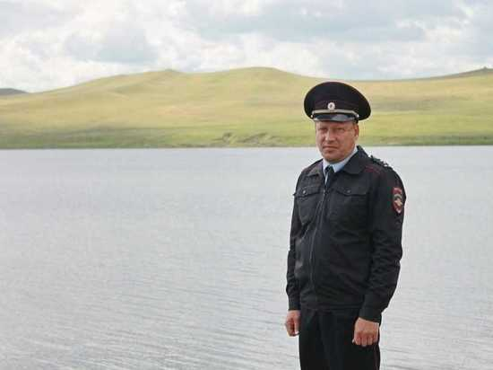 В Шира капитан полиции, будучи в отпуске, спас рыбака
