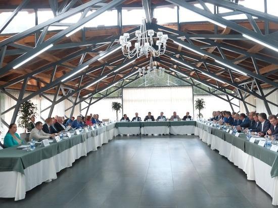 Депутаты Госдумы обсудили туризм, физкультуру и киберспорт на выездном совещании в Белокурихе