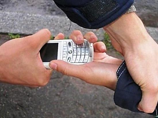 Юный житель Калмыкии избил другого и отобрал мобильник